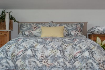 Flo Tropical Flowers Duvet cover