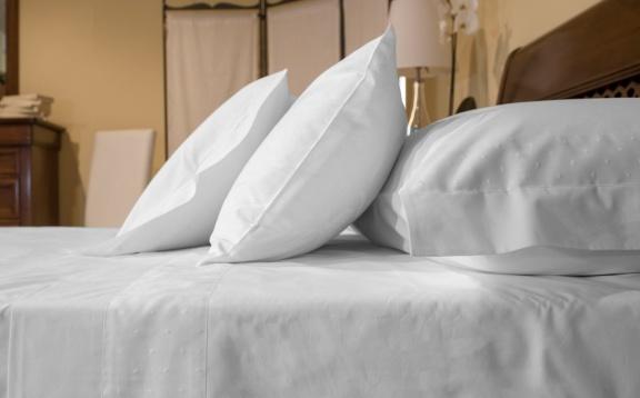 Cotton Sheets Plain Color with plumetis application.