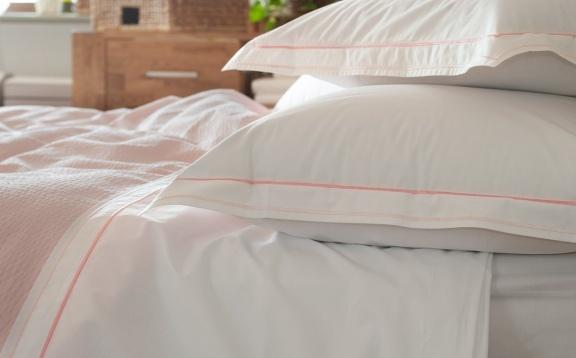 Cotton sheets plain color with application.