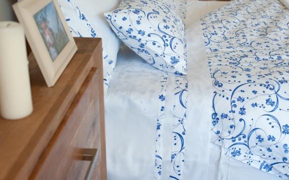 "Cotton sheets plain color with ""Savanna"" application."