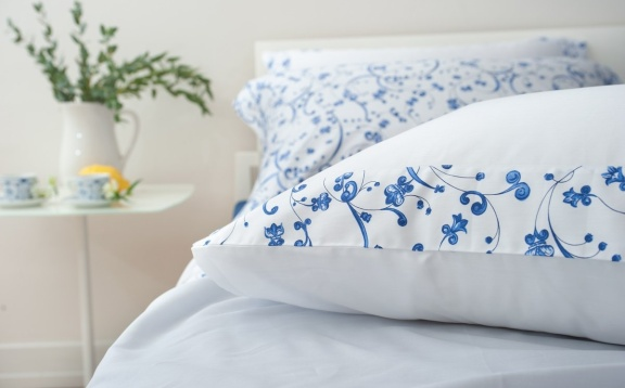 """Sateen sheets with double""""Pooq""""applique. 1"""